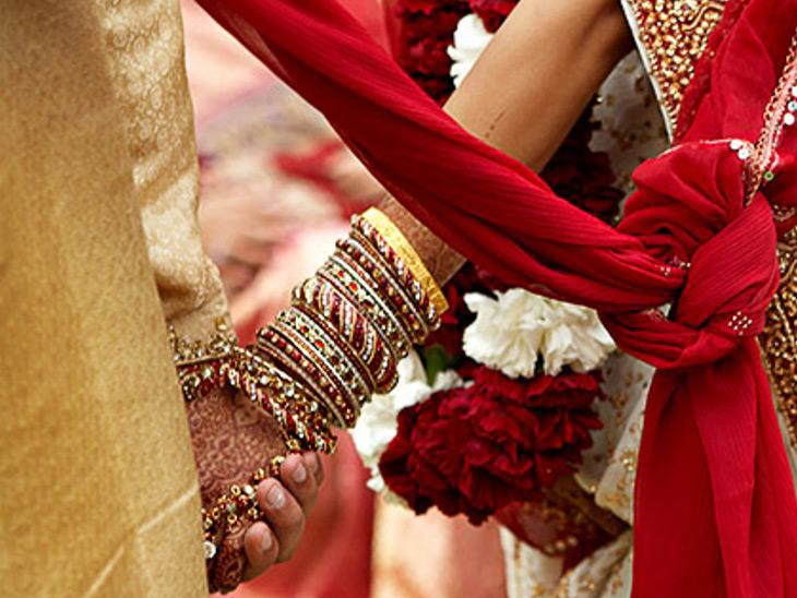 લગ્ન માટે યુવતી સોંપી મૂડેટીના યુવક સાથે 1.30 લાખની છેતરપિંડી, 6 વિરુદ્ધ ફરિયાદ હિંમતનગર,Himatnagar - Divya Bhaskar