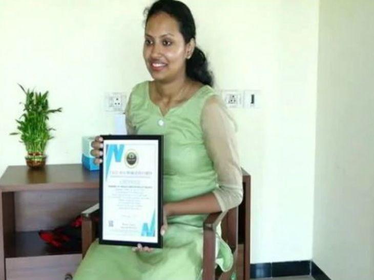 કોલેજ વિદ્યાર્થિનીએ 'અતુલ્ય ભારત'ની થીમ પર સૌથી લાંબી ગિફ્ટ બનાવીને 'ઈન્ડિયા બુક ઓફ રેકોર્ડ્સ'માં સ્થાન બનાવ્યું|ઈન્ડિયા,National - Divya Bhaskar