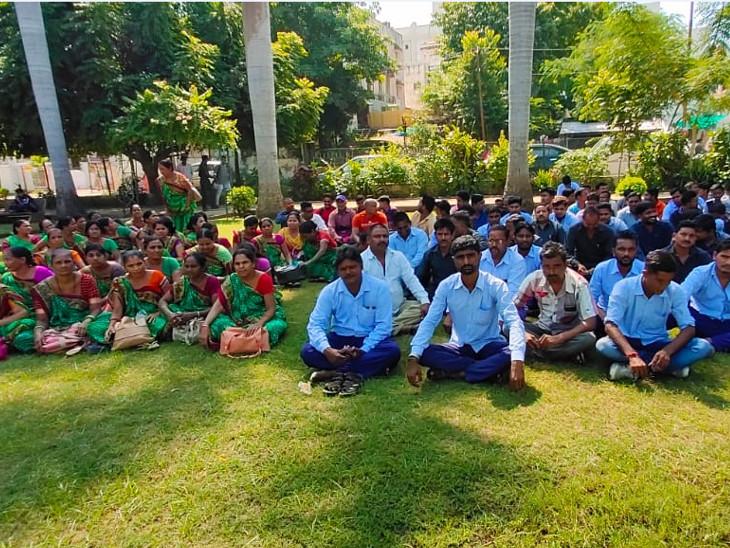 અક્ષયપાત્ર ફાઉન્ડેશને મહિલા કર્મચારીને યોગ્ય સારવાર આપવાની બાંહેધારી આપતા હડતાળ સમેટાઇ, આજે બાળકોને ભોજન પહોંચાડ્યું ઈન્ડિયા,National - Divya Bhaskar