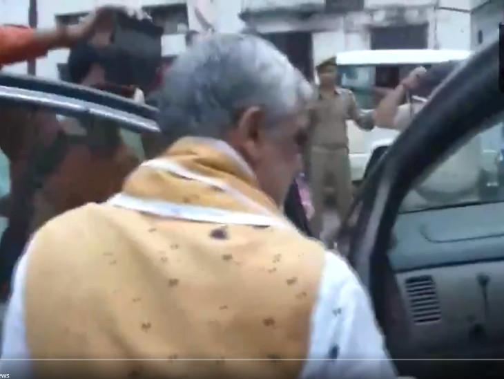 ડેંગ્યુ દર્દીઓને મળવા પહોંચેલા કેન્દ્રીય મંત્રી અશ્વિની ચૌબે પર શાહી ફેંકવામાં આવી|ઈન્ડિયા,National - Divya Bhaskar