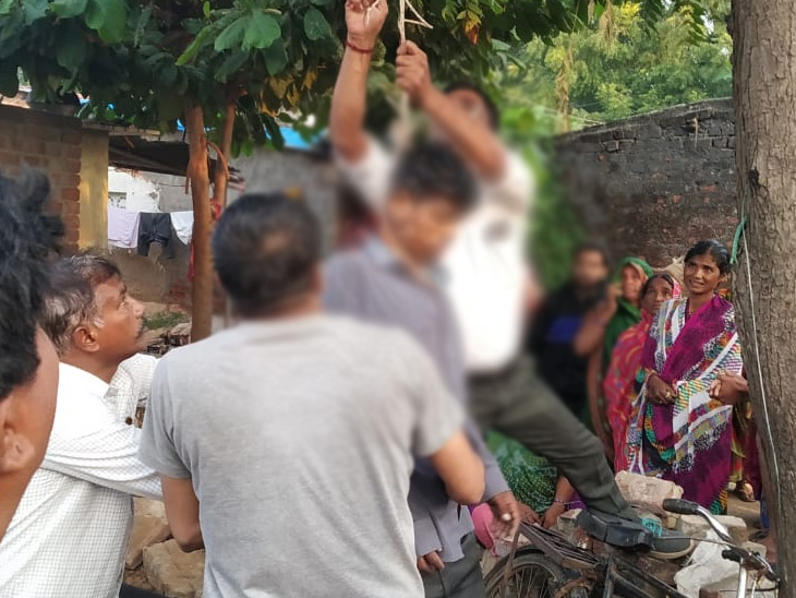 કિશોરીના અપહરણ કેસમાં પૂછપરછ બાદ યુવકની ઘર નજીક ઝાડે ફાંસો ખાધેલી લાશ મળી|મહેસાણા,Mehsana - Divya Bhaskar