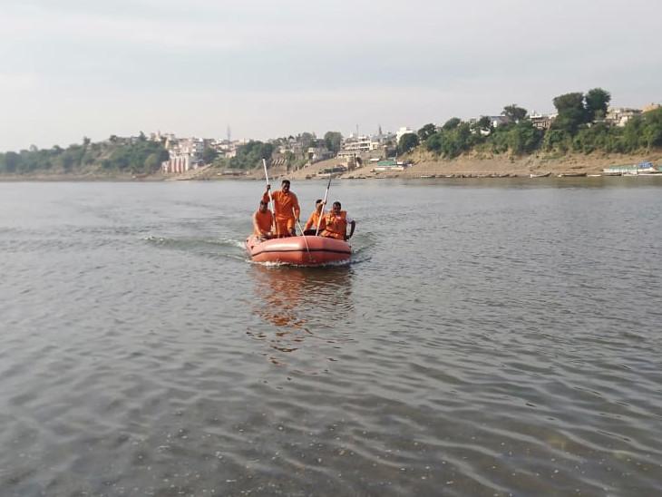 પોઇચાની નર્મદા નદીમાં ત્રણ યુવાનો ડૂબ્યા, ત્રણેયના મૃતદેહો અલગ અલગ સ્થળેથી મળ્યા ઈન્ડિયા,National - Divya Bhaskar