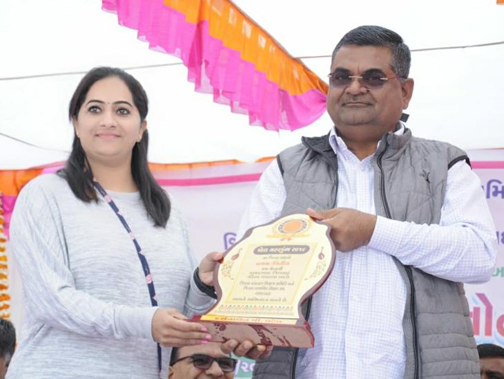 ગુંજાલામાં વિવિધ રમતો યોજાઈ, રાજ્યકક્ષાએ ખેલ મહાકુંભમાં સિલ્વર મેડલ જીતનાર દર્શના પટેલનું સન્માન કરાયું| - Divya Bhaskar