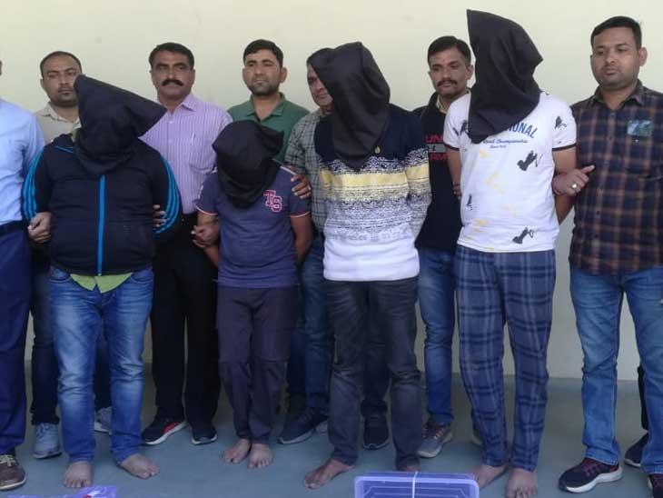 ખંડણીખોરોને પકડવાનો મામલો, ક્રાઈમ બ્રાન્ચ ACP ગોહિલ સહિતની ટીમ બુલેટપ્રુફ જેકેટ પહેરી ઘરમાં ઘુસી ગઈ| - Divya Bhaskar