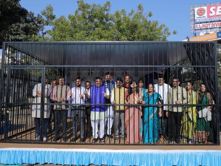 'પ્લાસ્ટિક છોડો ભારત' કાર્યક્રમ હેઠળ જેલ બનાવી, My FMના RJ, સાંસદ, મેયર સહિત જેલમાં પૂરાઇ સંદેશો પાઠવ્યો  - Divya Bhaskar