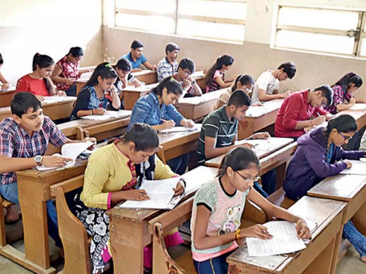 પરીક્ષા આપતા વિદ્યાર્થીઓ - ફાઇલ તસવીર - Divya Bhaskar
