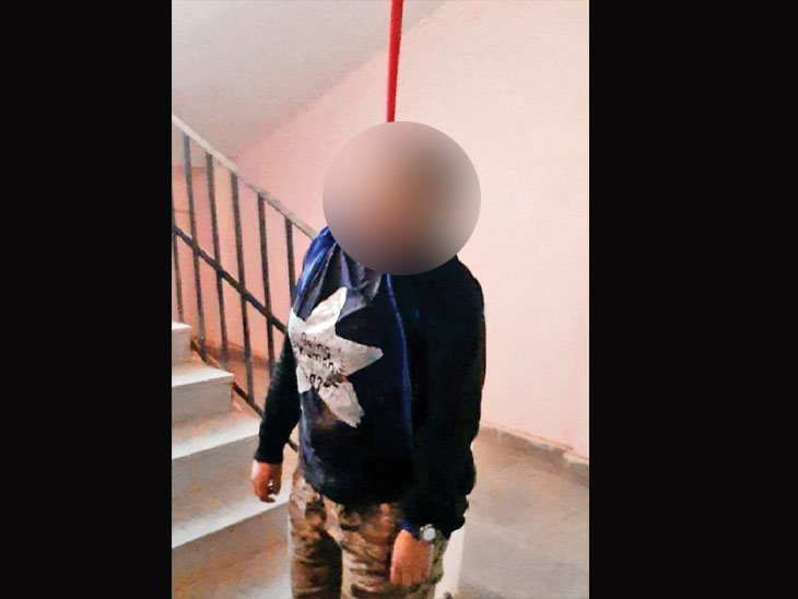 છાત્રાલયની લોબીમાં યુવતીએ આપઘાત કર્યો. - Divya Bhaskar