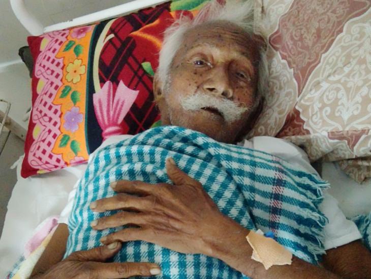 ઓપરેશન કરાવનાર 119 વર્ષીય જબરાભાઇ રેવલાભાઇ રાઠવ - Divya Bhaskar