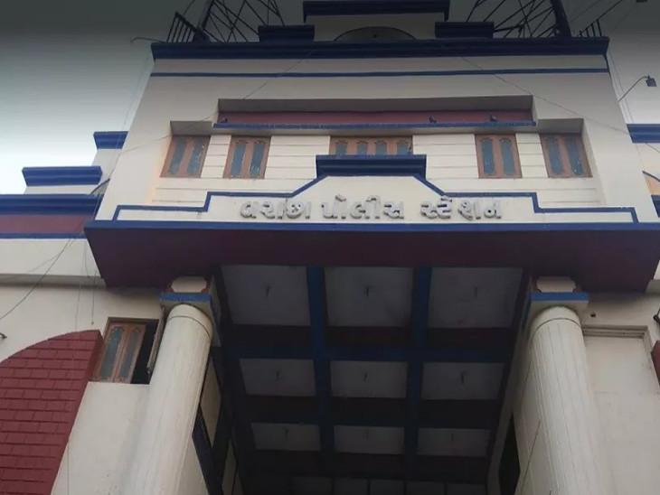 ગેરકાયદે બાંધકામનું ડિમોલેશન કરવા જનાર પાલિકાના સ્ટાફ પર હુમલો થતા 20ના ટોળા સામે ફરિયાદ નોંધાઈ સુરત,Surat - Divya Bhaskar