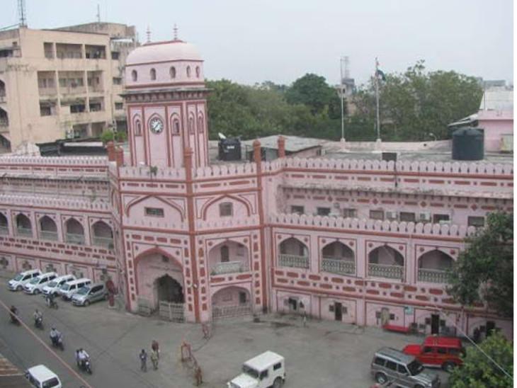 પાલિકાના કર્મચારીઓની બાયોમેટ્રિક હાજરી સ્થગિત, સ્વિમિંગ પૂલ 31 માર્ચ સુધી બંધ સુરત,Surat - Divya Bhaskar