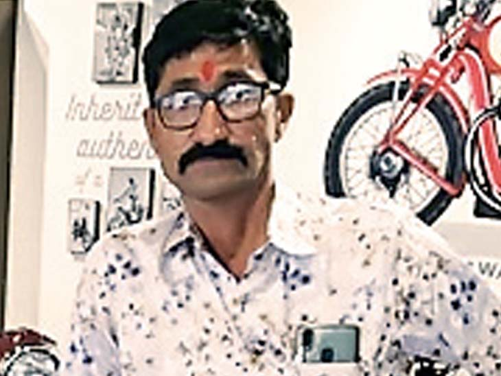 મૃતક અનિલભાઇ બેચરભાઇ - Divya Bhaskar