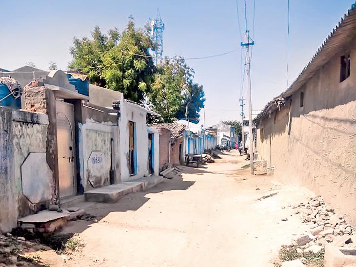 જૈનાબાદમાં મક્કા હજમાંથી પરત ફરેલા પરિવારને 5 દિવસમાં અંદાજે 1000 લોકો સંપર્કમાં આવ્યા હોવાથી શનિવારે જનતા કરફ્યૂ જેવી સ્થિતિ જોવા હળ - Divya Bhaskar
