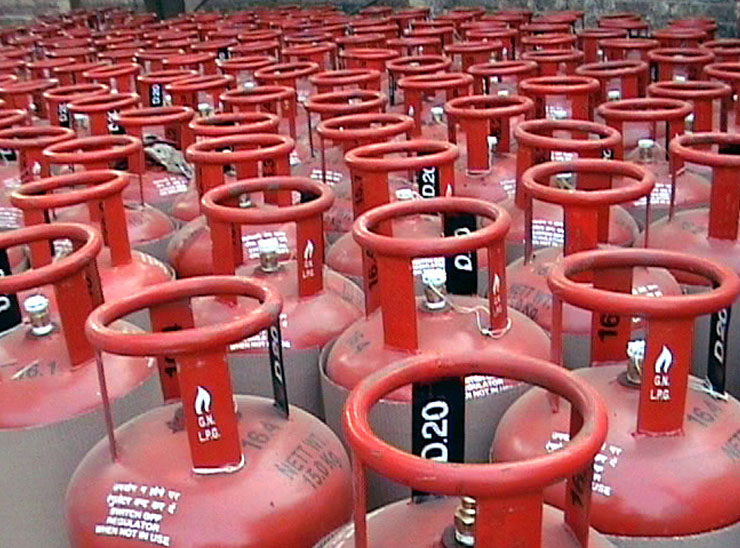 રાંધણગેસના 75 હજાર લાભાર્થીને ગેસના બોટલ 3 મહિના ફ્રી મળશે|ગાંધીનગર,Gandhinagar - Divya Bhaskar