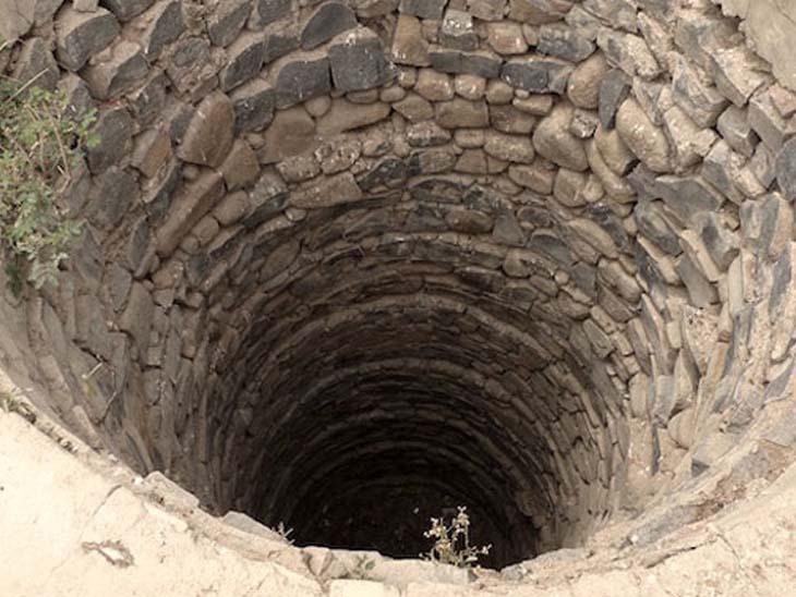ખેતરનો કૂવો સાફ કરવા ઉતરેલા બે મજૂરનું ગૂંગળામણ થતા મોત|ઓલપાડ,Olpad - Divya Bhaskar