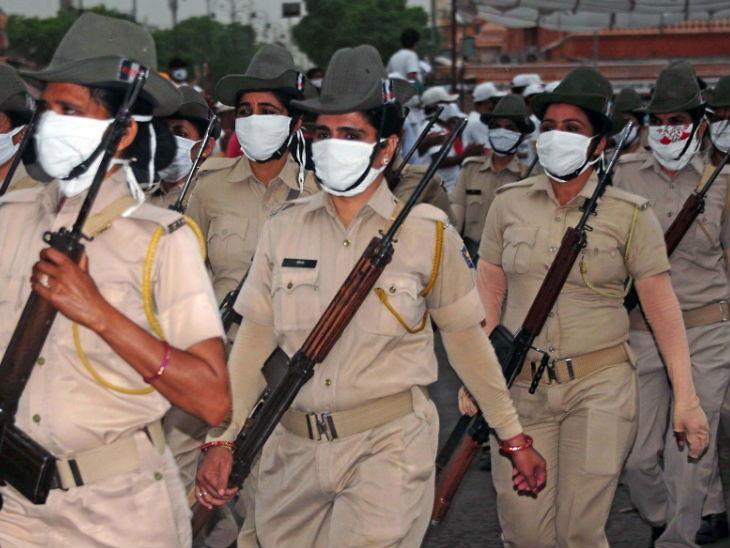 જયપુરમાં લોકોને કોરોના મહામારી અને લોકડાઉન પ્રત્યે સજાગ કરવા માટે સુરક્ષાકર્મીઓએ માર્ચ પાસ્ટ કરી. રાજ્યમાં જયપુર સંક્રમણથી સૌથી વધારે છે.