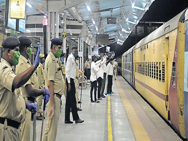 931 પરપ્રાંતિયોને અમદાવાદ રેલવે સ્ટેશન મોકલાયા, ઉત્તરપ્રદેશ–ગોરખપુરમાં આ તમામ લોકો નીકળ્યા|ગાંધીનગર,Gandhinagar - Divya Bhaskar