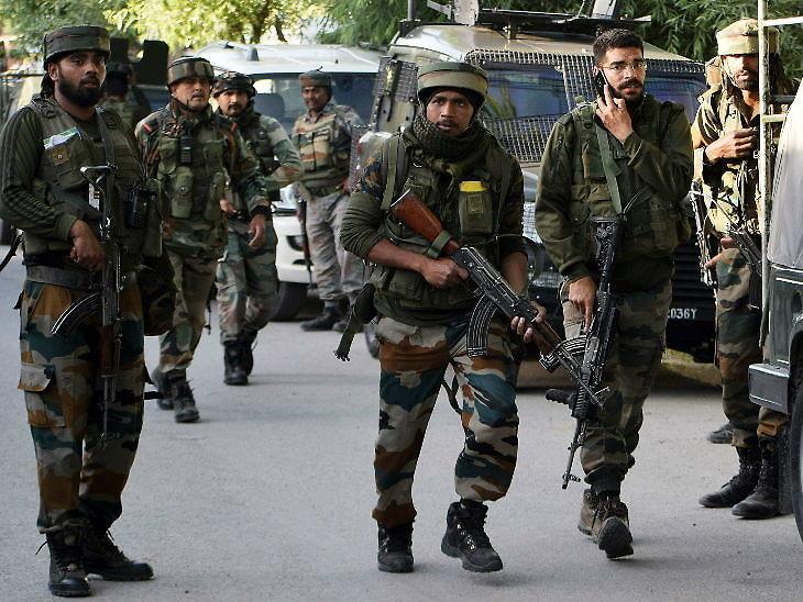 પુલવામામાં પોલીસ અને CRPFના નાકા પર આતંકી હુમલો; એક જવાન શહીદ, એકની હાલત ગંભીર|ઈન્ડિયા,National - Divya Bhaskar