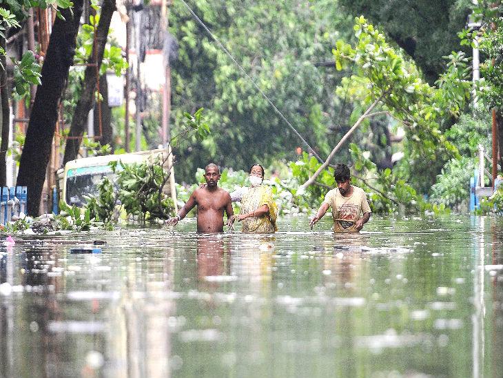 કોલકાતામાં બુધવારે રાતે 8 વાગ્યાથી 12 વાગ્યા સુધી 220 મિમી વરસાદ નોંધાયો, ઘણાં વિસ્તારોમાં પાણી ભરાઈ ગયા