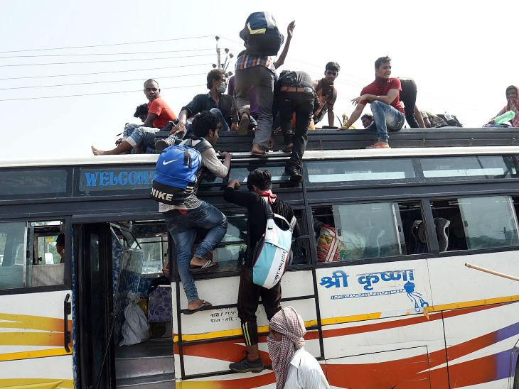 આ તસવીર પટનાની છે અહીંયા સોમવારે ગુજરાતથી આવેલા પ્રવાસી દાનપુર રેલવે સ્ટેશન જવા માટે બસમાં સવાર થઈ રહ્યા હતા.