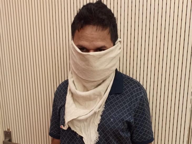 25 લાખની ચોરીનો ભેદ ઉકેલાયો, ઘરમાં કામ કરતી મહિલાએ બેંગ્લોરથી પ્રોફેશનલ ચોર બોલાવી અંજામ આપ્યો'તો રાજકોટ,Rajkot - Divya Bhaskar