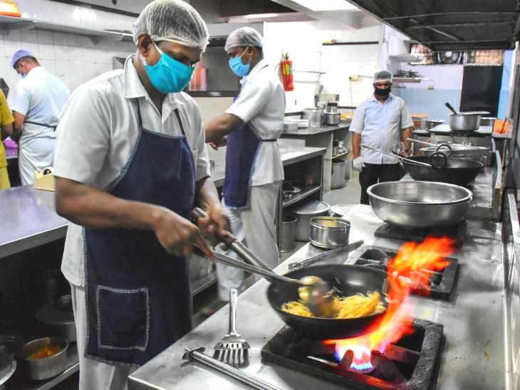 અનલોક-1 દરમિયાન જબલપુરમાં રેસ્ટોરન્ટ ખુલી ગયા છે, પણ તે ફુડની હોમ ડિલીવરી જ કરી શકે છે.