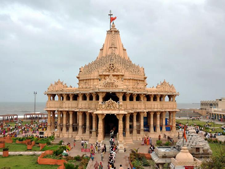 સોમનાથ મંદિરની ફાઇલ તસવીર. - Divya Bhaskar