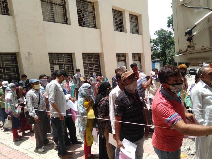 મામલતદાર ઓફિસે રાશન કાર્ડ, આવકના દાખલા માટે લાંબી લાઇન જુનાગઢ,Junagadh - Divya Bhaskar
