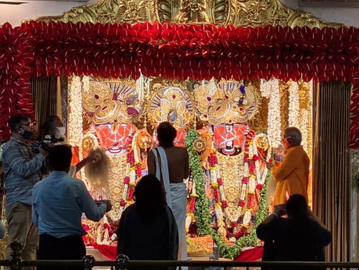 સવારે 4 વાગ્યે મહંત દિલિપદાસજી મહારાજે ભગવાનની મંગળા આરતી ઉતારી હતી