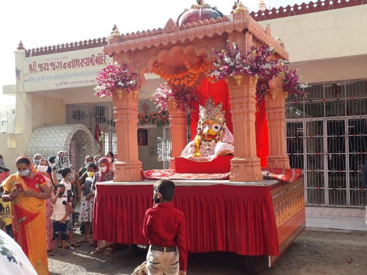 રાજકોટ અને ભાવનગરમાં પોલીસ બંદોબસ્ત સાથે મંદિર પરિસરમાં જ ભગવાન જગન્નાથજીની રથયાત્રા નીકળી|રાજકોટ,Rajkot - Divya Bhaskar