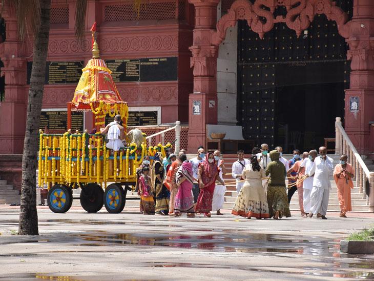 ઇસ્કોનની રથયાત્રા પ્રથમ વખત ભક્તો વગર નીકળી, ભગવાન જગન્નાથ મંદિરમાં જ ફર્યા|સુરત,Surat - Divya Bhaskar