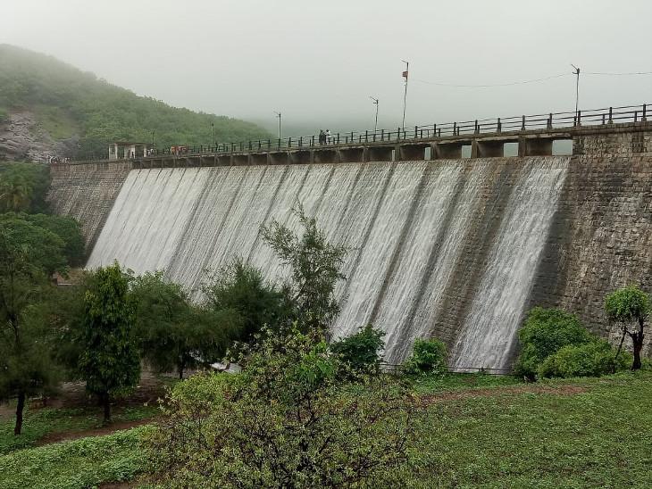 જૂનાગઢનો  વિલિંગ્ડન ડેમ અને રાજકોટનો ન્યારી-2 ડેમ અને આજી-3 ડેમ ઓવરફ્લો, નયનરમ્ય નજારો સર્જાયો રાજકોટ,Rajkot - Divya Bhaskar