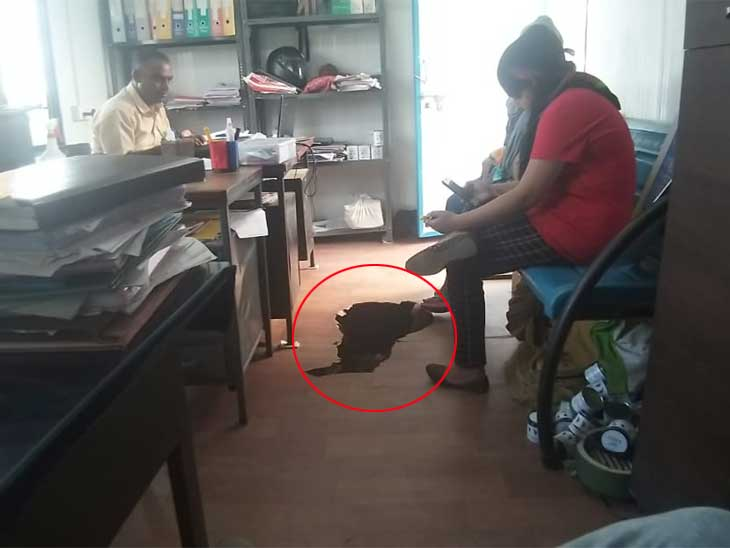 PIની ચેમ્બર સહિત એરપોર્ટ પોલીસ સ્ટેશનની બે કેબિનમાં ભુવા પડ્યા|અમદાવાદ,Ahmedabad - Divya Bhaskar