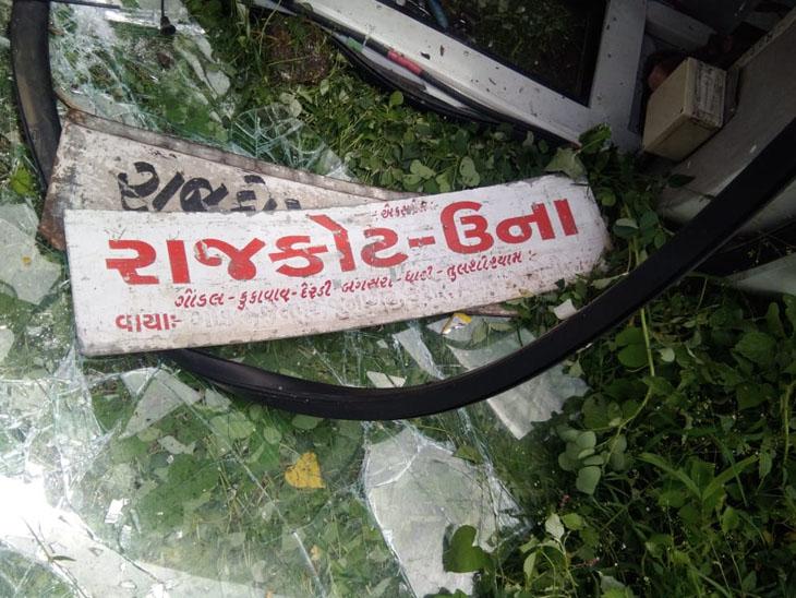 ગોંડલના સડક પીપળિયા પાસે એસટી બસ પલટી, સદનસીબે જાનહાની ટળી|ગોંડલ,Gondal - Divya Bhaskar
