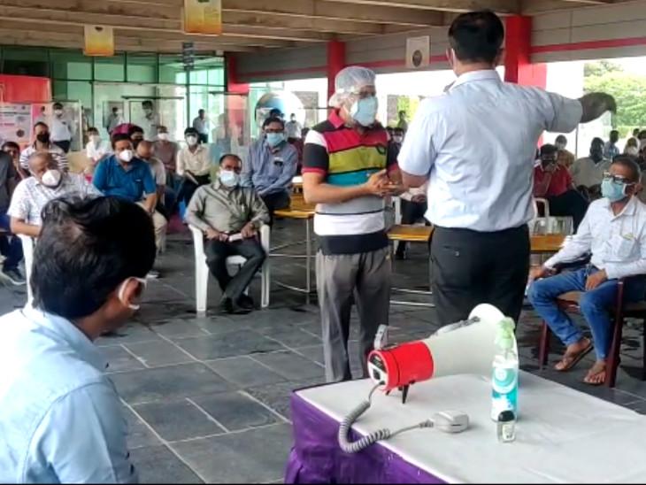 કોરોના સંક્રમણ વધતા પાલિકા કમિશનર અને સોસાયટીના પ્રમુખો વચ્ચે બેઠક યોજાઈ|સુરત,Surat - Divya Bhaskar