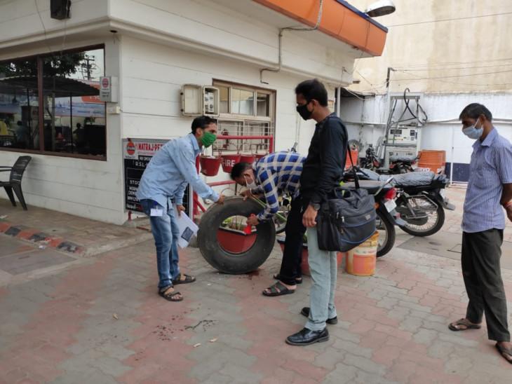 રાજકોટમાં બેંક, બાંધકામ સાઈટ અને સ્કૂલ સહિત 219 સ્થળો પરથી 'મચ્છર ઉછેર કેન્દ્ર' મળ્યાં, મનપાએ 30 હજારનો દંડ ફટકાર્યો રાજકોટ,Rajkot - Divya Bhaskar