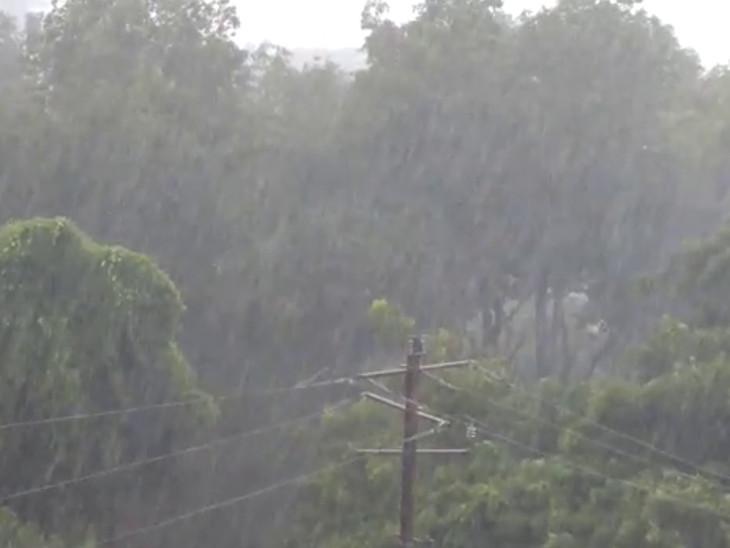 જુનાગઢમાં ગાજવીજ સાથે ધોધમાર વરસાદ, વાતાવરણમાં ઠંડક પ્રસરી|જુનાગઢ,Junagadh - Divya Bhaskar