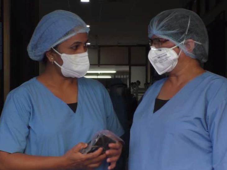 કોવિડ હોસ્પિટલની નર્સ બહેનોની વ્યથા, 'ભાઇઓને રાખડી ના બાંધી શકી તેનું દુઃખ, પણ કોરોનાના દર્દીઓને સાજા કરીને રક્ષાબંધન ઉજવીશું'|વડોદરા,Vadodara - Divya Bhaskar