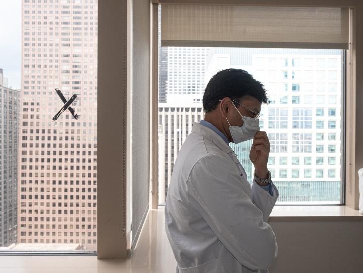 માયરાના ચેકઅપ દરમિયાન ડોક્ટર અંકિત ભરત. ડો. ભરતનું કહેવું છે કે, હવે માયરાએ તેના જીવનમાં હંમેશાં એન્ટિ-રિજેક્શન દવાઓ લેવી પડશે.