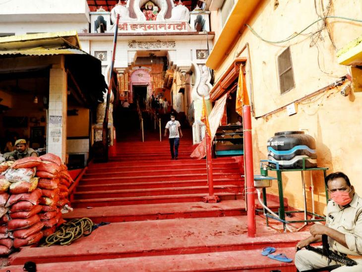 આ તસવીર હનુમાનગઢી મંદિરની છે.