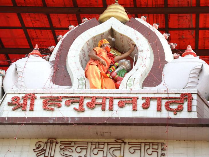 પ્રસિદ્ધ હનુમાનગઢી મંદિરની સજાવટની કામગીરી.