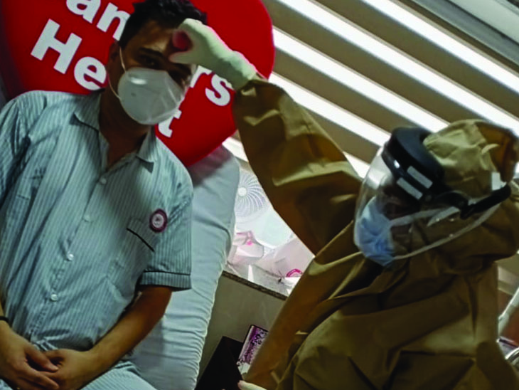 રાખડી બંધાતાજ દર્દીઓના હર્સઆશ્રુ છલકાયા|વડોદરા,Vadodara - Divya Bhaskar