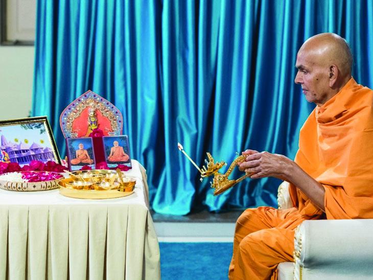 મહંત સ્વામી મહારાજે શ્રી રામ જન્મભૂમિ મંદિર માટે શ્રી રામ યંત્રની પૂજા કરી|બોટાદ,Botad - Divya Bhaskar