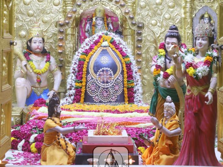 અયોધ્યામાં શ્રી રામ મંદિર શિલાન્યાસની ઉજવણીમાં રામ-સીતા સહિત હનુમાનજીની પ્રતિકૃતિ મૂકી હતી - Divya Bhaskar