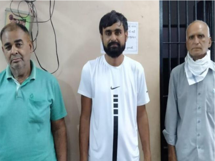 નામચીન શખ્સની કુહાડીના ઘા મારી હત્યા કરનાર ચાર આરોપી ઝડપાયા રાજકોટ,Rajkot - Divya Bhaskar