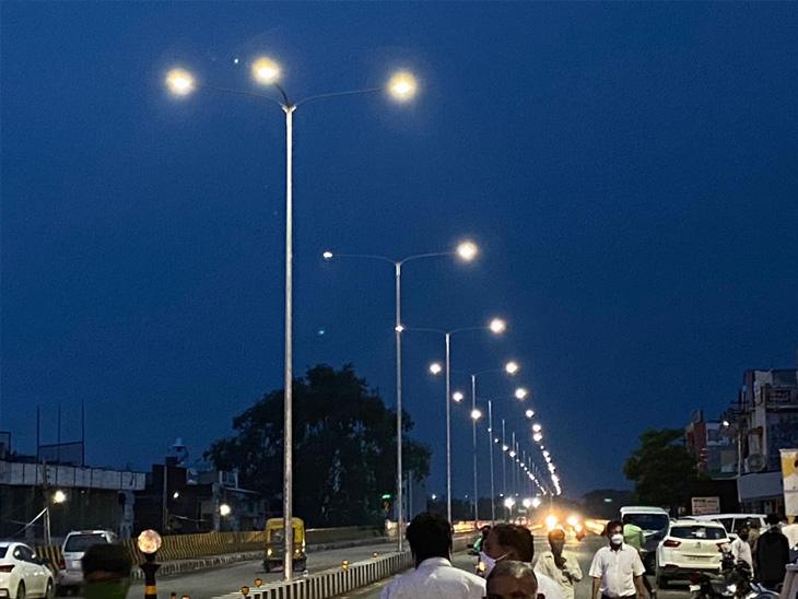હિંમતનગર શહેરમાં ધાણધાથી ટાઉન હોલ સુધીની સ્ટ્રીટ લાઈટ પ્રોજેક્ટનું ભૂમિપૂજનની સંધ્યાએ લોકાર્પણ
