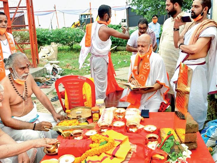 હનુમાન પાસે માગી શિલાન્યાસની મંજૂરી, મોરારિ બાપુએ કહ્યું- રામનામ સાર્વભૌમ, એક ધર્મમાં શા માટે બાંધીએ? ઈન્ડિયા,National - Divya Bhaskar