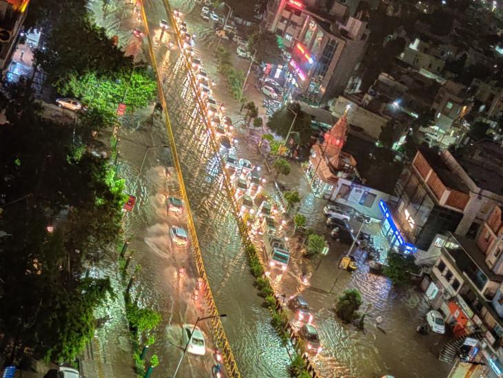 40 કિલોમીટરની ઝડપે પવન ફૂંકાયો, 25 મિનિટમાં ધોધમાર 2 ઈંચ વરસાદ|રાજકોટ,Rajkot - Divya Bhaskar