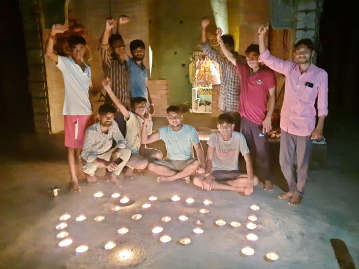 શ્રી રામ ભૂમિપુજન અંતર્ગત મેઘરજના સીસોદરા(મે)ગામે પ્રાચીન મેઘાઈ માતાજીના મંદિરે સાંજના સમયે ગામના યુવાનો દ્વારા જય જય શ્રીરામના જયઘોષ સાથે ૧૦૧ કરતાં વધુ દીવડાઓથી રામ લખી મંદિરને રોશની કરી હતી.