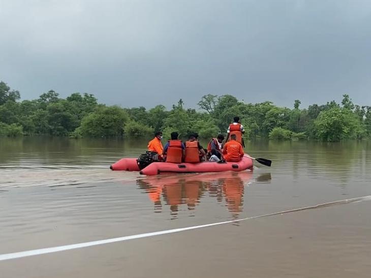 દક્ષિણ ગુજરાતમાં વરસાદને પગલે રેસ્ક્યુ ટીમ તૈનાત. - Divya Bhaskar