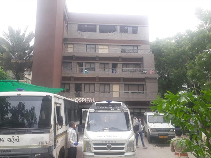 શ્રેય હોસ્પિટલમાં મોડી રાત્રે આગ લાગવાના બનવામાં 8 લોકોના મોત નિપજ્યાં હતા. - Divya Bhaskar